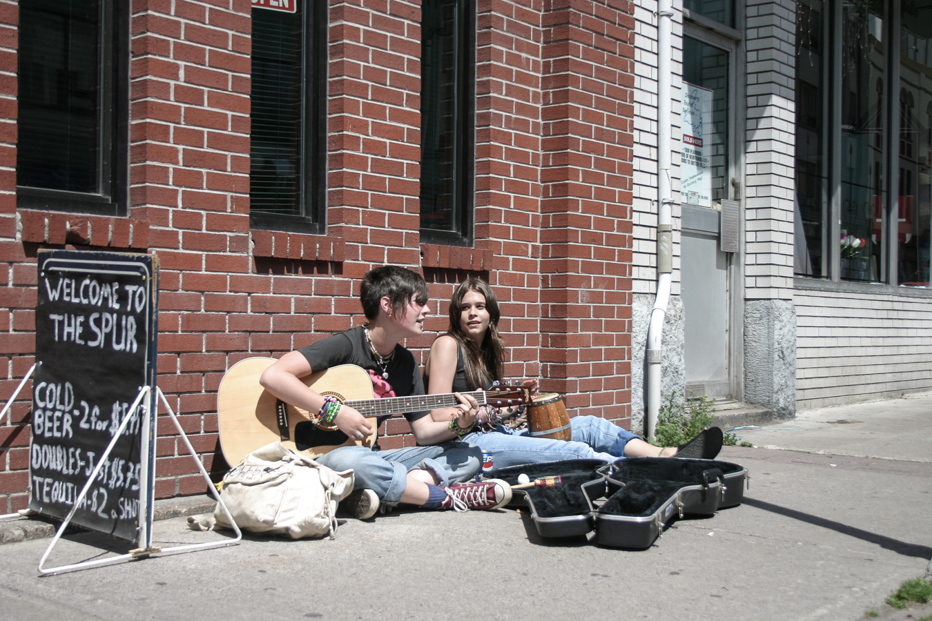 Two Ladies Busking in the AM Sun - The Spur, Water Street - 2004